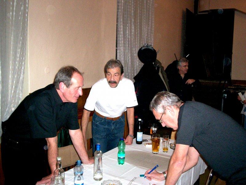 zleva: L. Tupý, F. Porkristl, Karel Červený