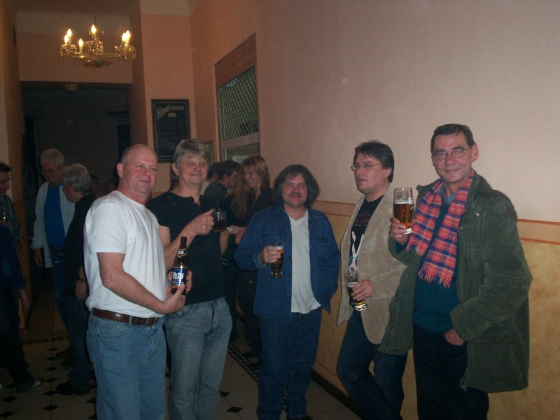 vlevo Honza Bezpalec - Fellows, uprostřed část kapely Cvrčci, P. Ryšavý - Sinners